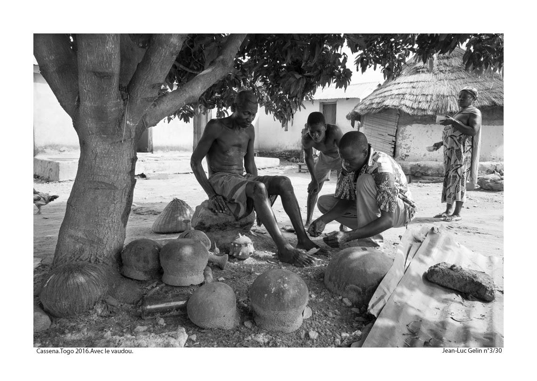 JLG photo N/B Avec le vaudou - Cassena, Togo