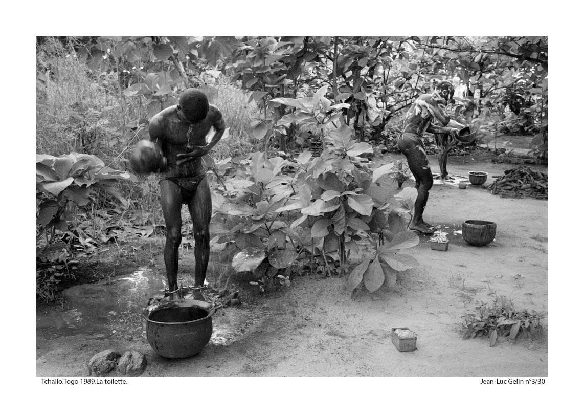 JLG photo N/B la toilette - Tchalo, Togo